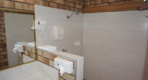 Miles Outback Motel Bathroom